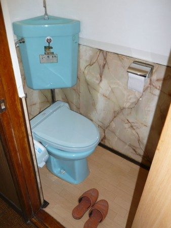 木の温もりがあるトイレに