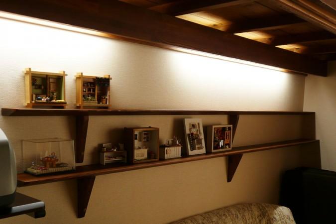 ブラウン色の床と間接照明で、落ち着いた空間へ